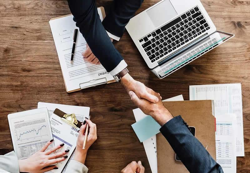 Faire des partenariats avec des programmes d'affiliation peut générer des revenus qui valent un vrai salaire de chef d'entreprise.